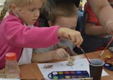 Powiększ zdjęcie Dzieci malują